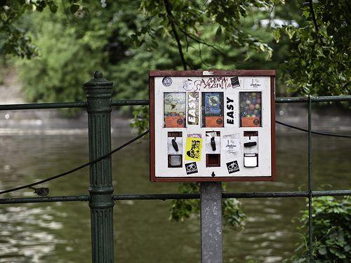 Kaugummiautomat; ; Berlin, Kreuzkölln, Maybachufer