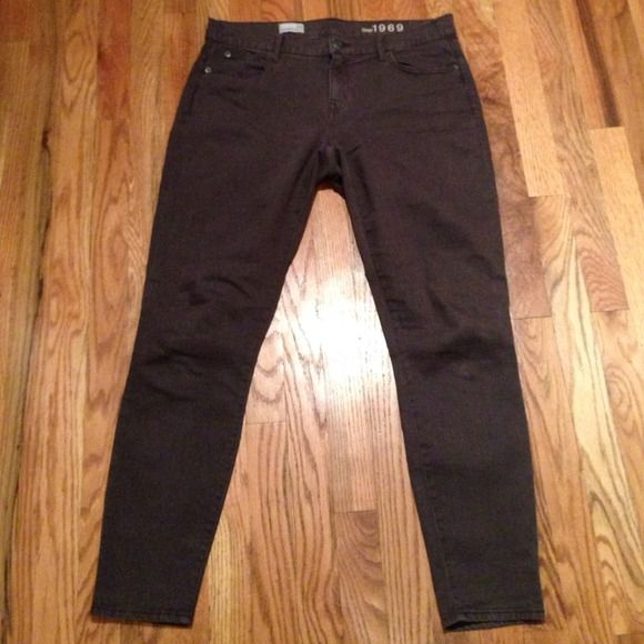 """Gap skinny jeans gray legging jean Like new condition, only worn a couple times. Laying flat, waist is 17"""", rise is 9"""", inseam is 28"""". Belt loops, five pockets and zip fly. Very stretchy. GAP Jeans Skinny"""