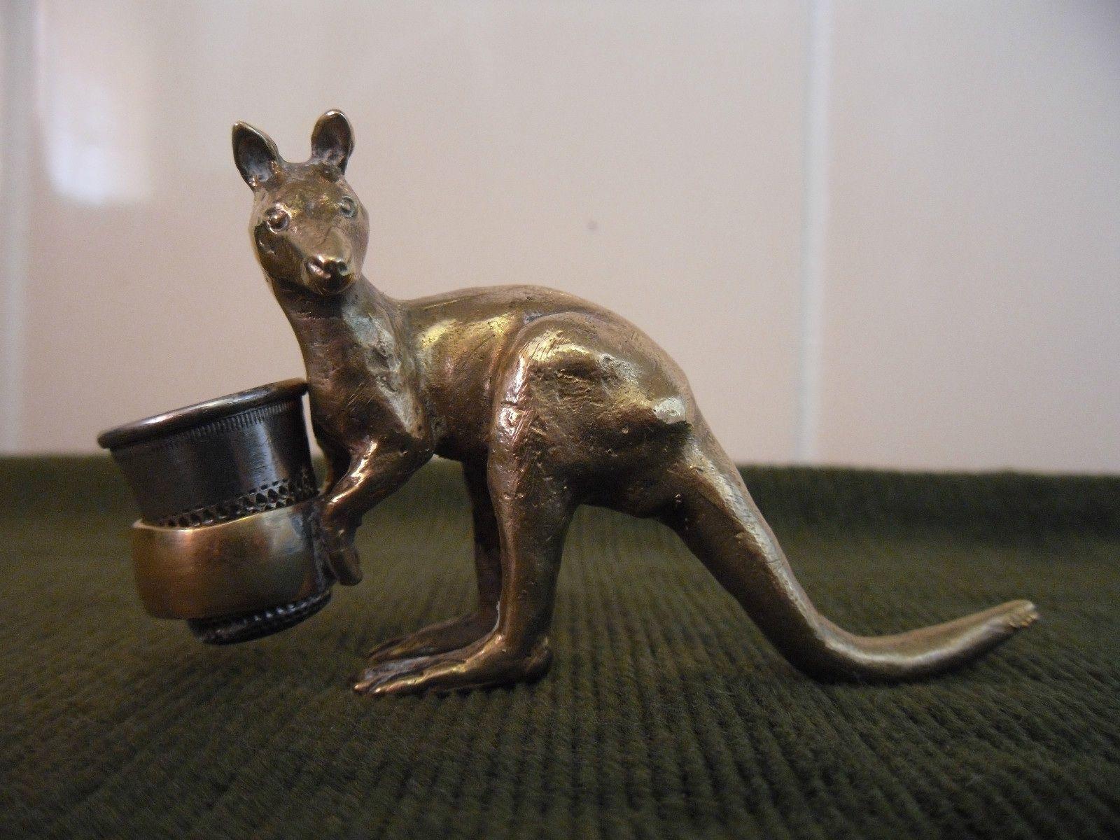 Kangaroo thimble holder