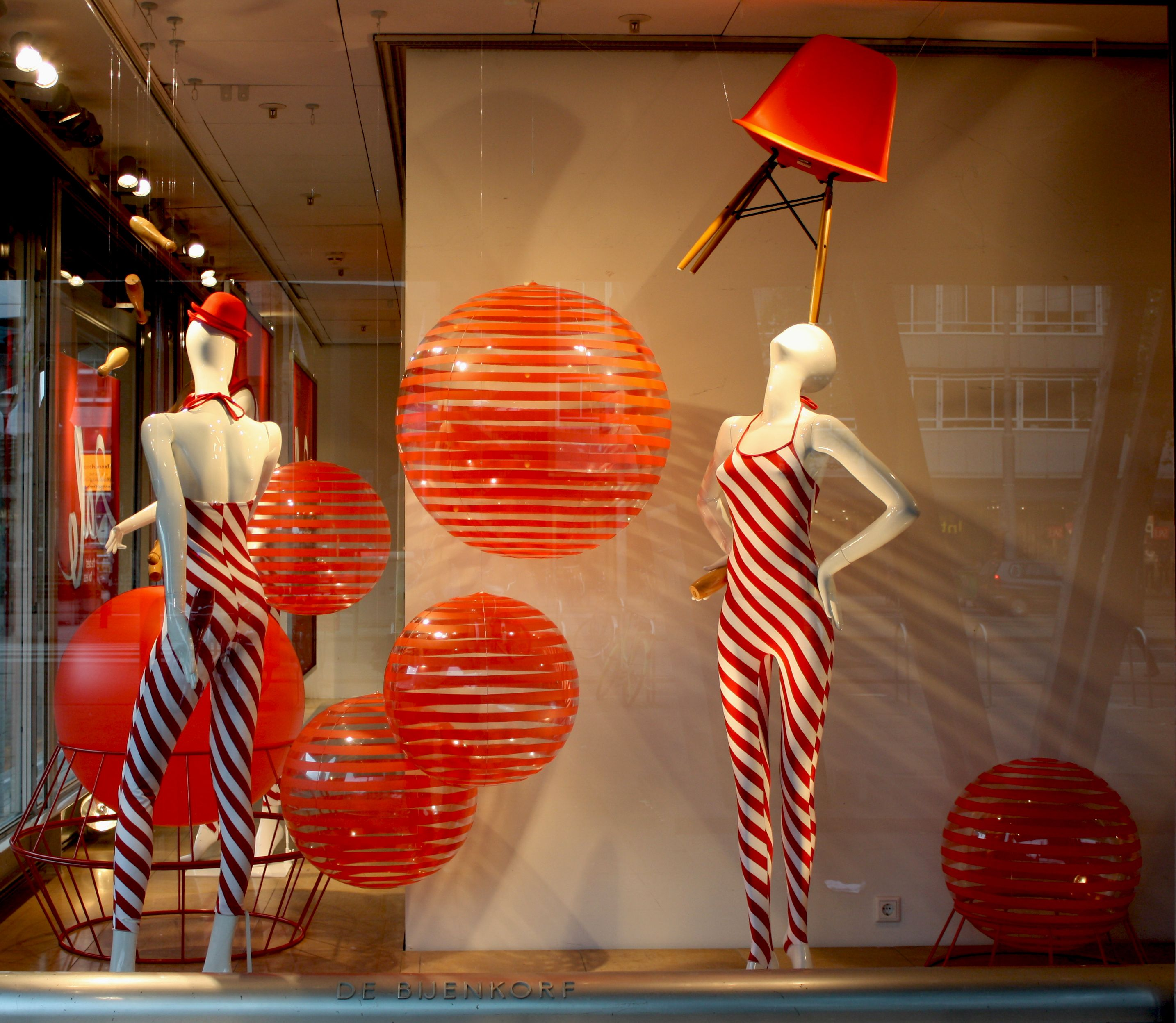 Sale Bijenkorf Sale Window Bijenkorf Rotterdam Vm Visual Merchandising
