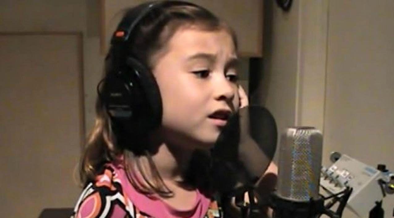 7-Year Old Sings Stunning Cover of Elvis Presley\'s \'Blue Christmas ...