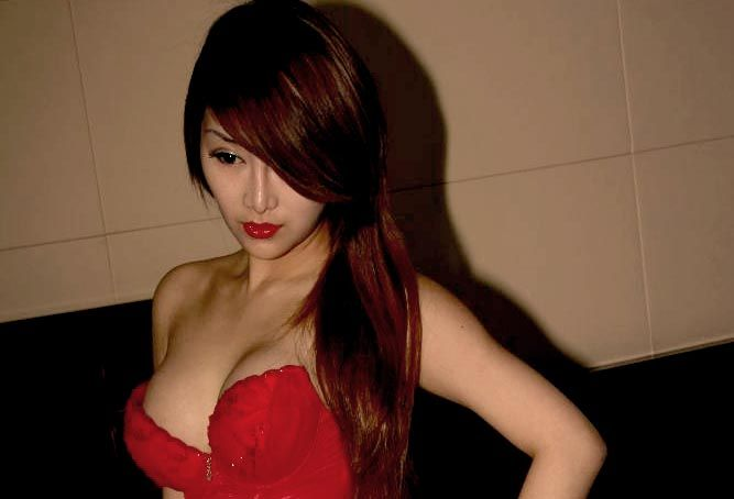 Model Hot Bugil Indonesia: Model Bugil Amoy Berbibir Seksi