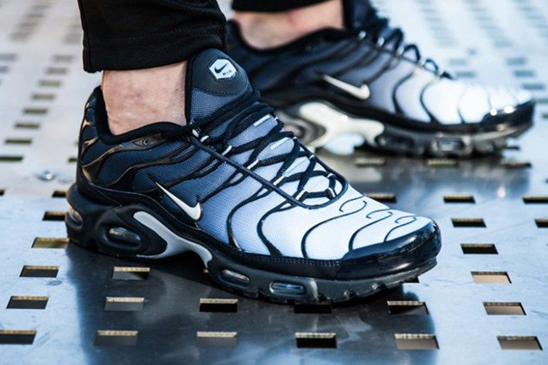 classic fit 40b12 64d5f ... amazon the nike air max plus gets a navy fade upper 7d327 12459