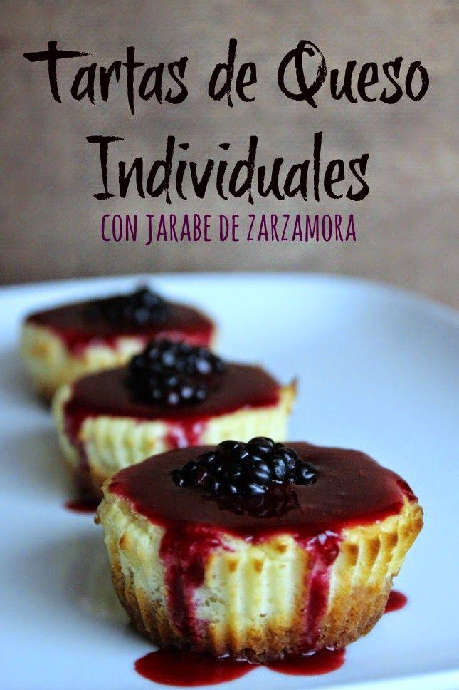 Tartas de Queso Individuales con Jarabe de Zarzamoras