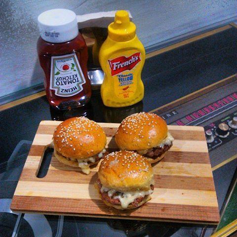 #Snacks Beef mini burgers  tradicionales hamburguesas con queso, ideales para los peques o para compartir