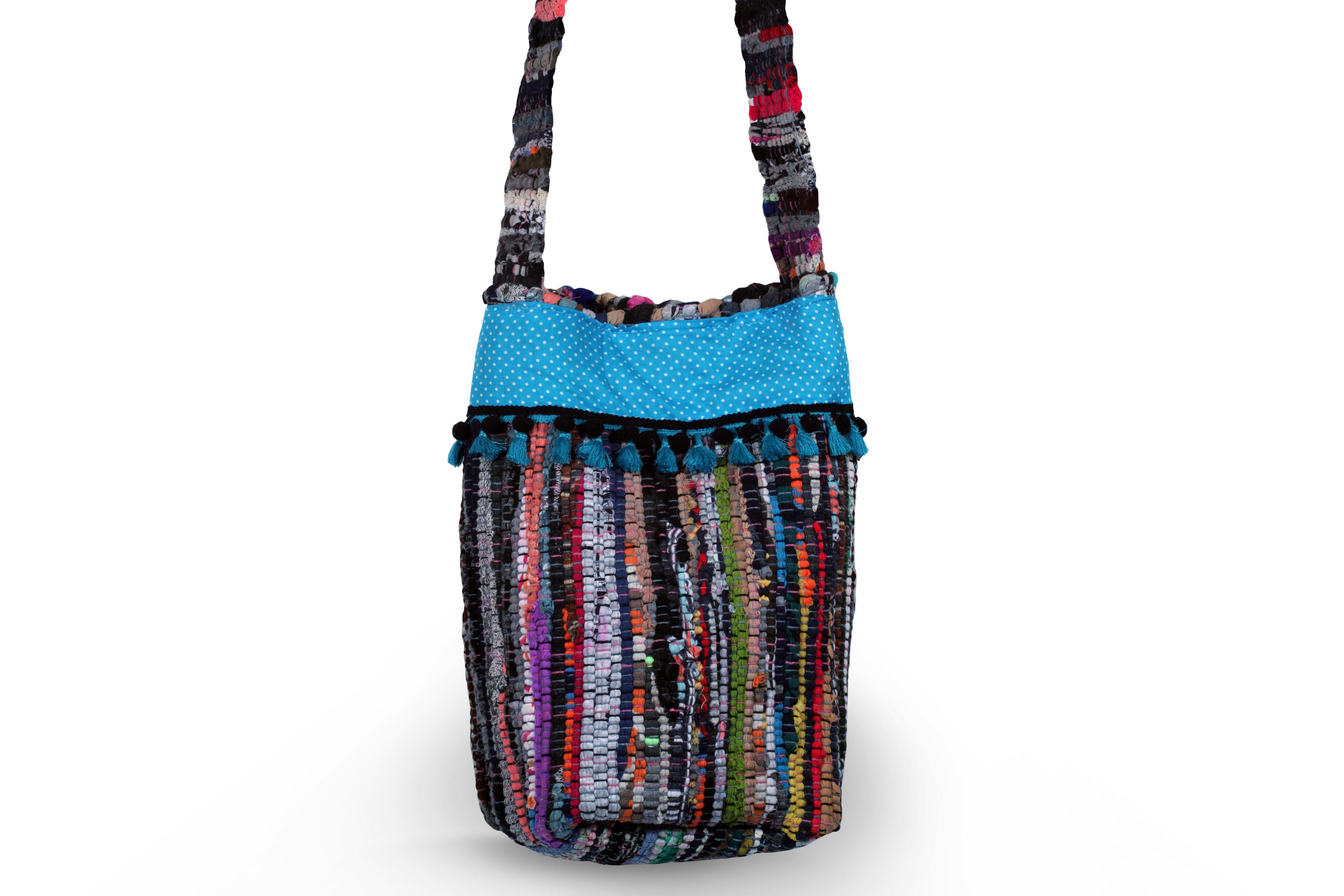 Χειροποίητη τσάντα από κουρελού με ύφασμα και φουντίτσες. - Handmade  kourelou bag with fabric and 9def833c005