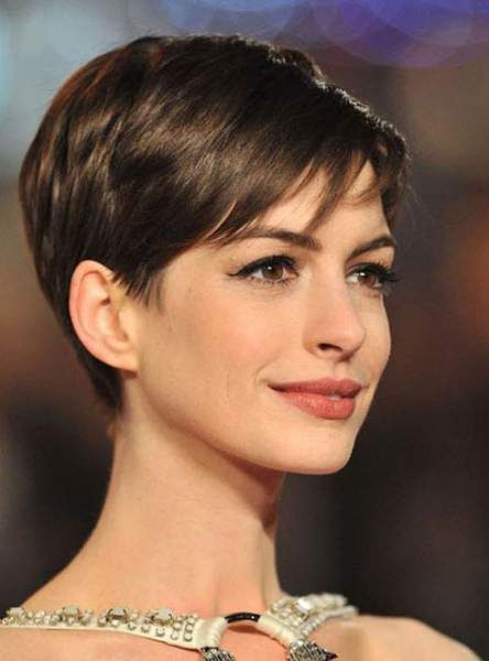la pixie cut anne hathaway hair pinterest frisur haar und haar ideen. Black Bedroom Furniture Sets. Home Design Ideas