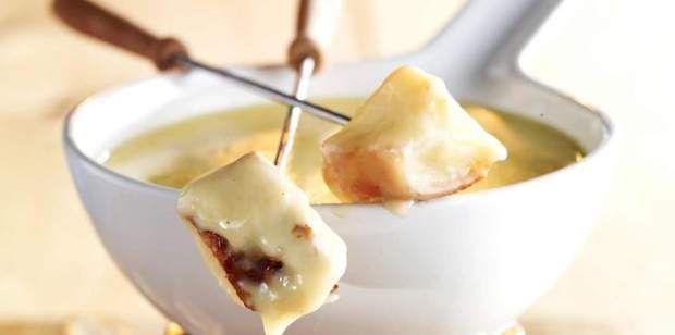Top 50 des meilleures recettes régionales #fonduesavoyarde Fondue savoyardeLire la recette de la fondue savoyarde #fonduesavoyarde