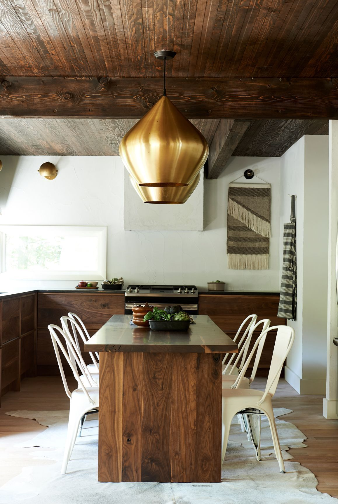 Leanne Ford Interiors For Hgtv S Restored By The Fords The Wilmot Project Construction By Steve Ford Shot By Alexandra Ribar Featured On Elle In 2020 Interieur