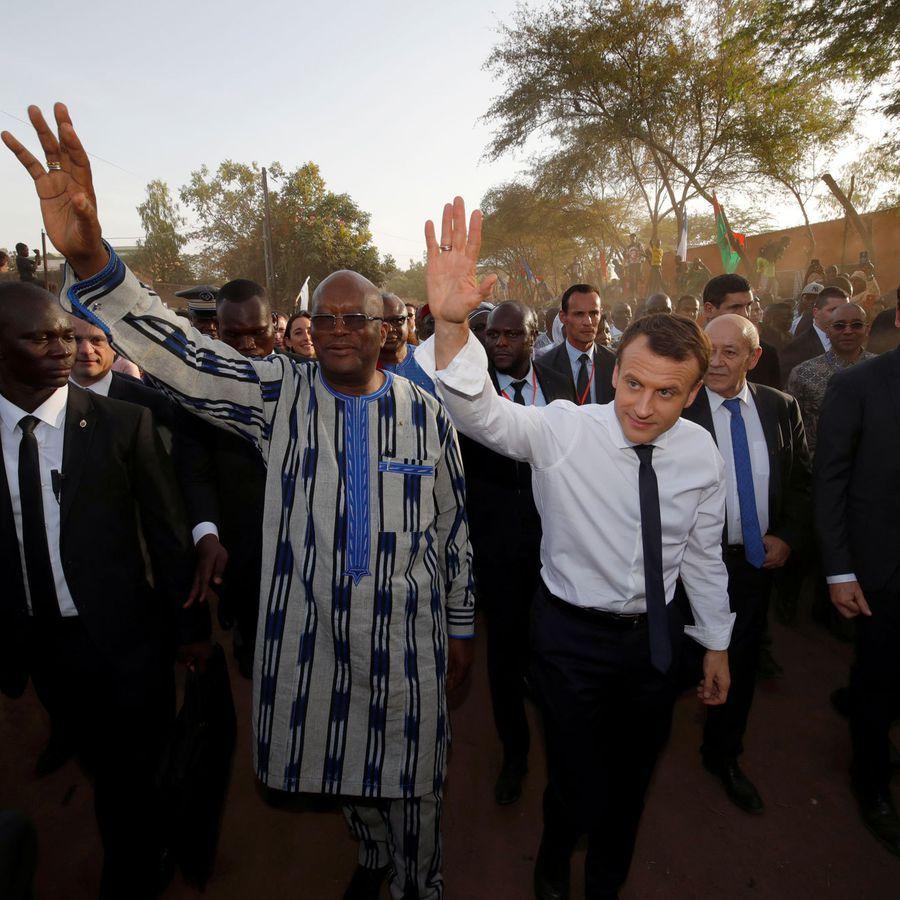 Retour à l'école pour Emmanuel Macron à Ouagadougou