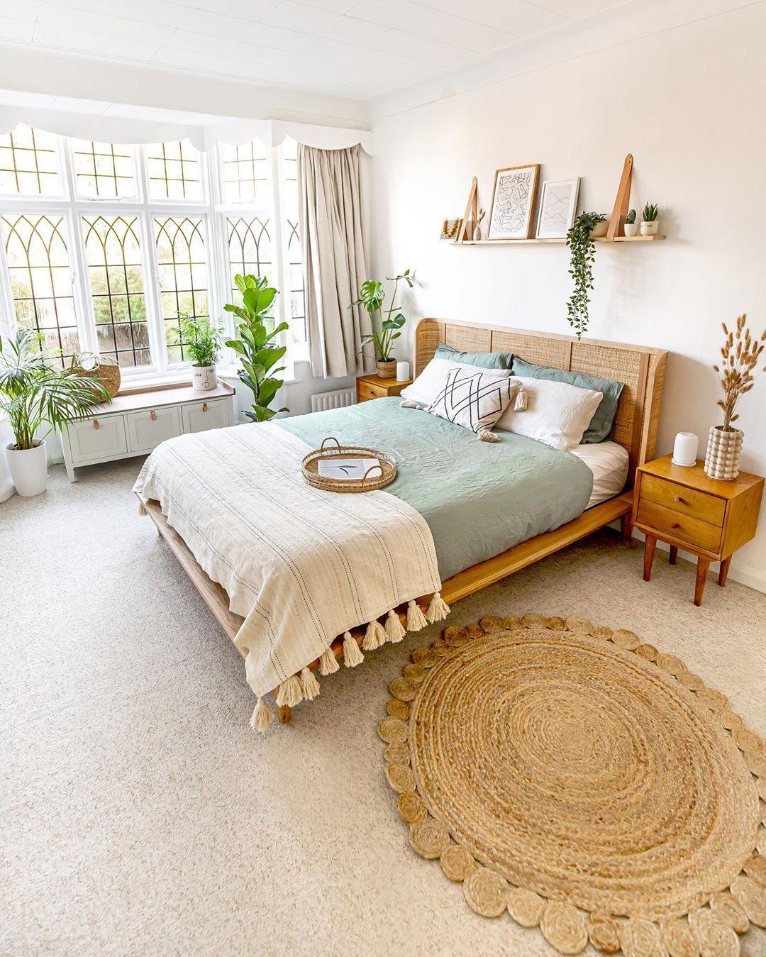 Étagère au dessus du lit + ambiance + jonc au sol