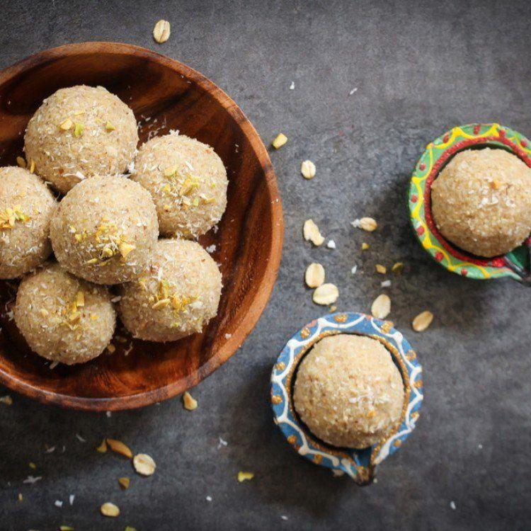طريقة عمل كرات جوز الهند بالفستق الحلبي بثلاث مكونات حلويات حلى سهل Dessert Recipes Desserts Food