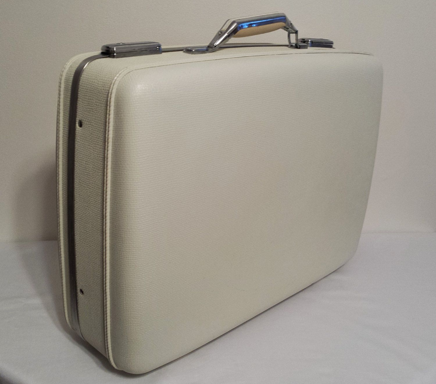 American Tourister Tiara White Suitcase Blue Interior ~ PPT - pinned by pin4etsy.com