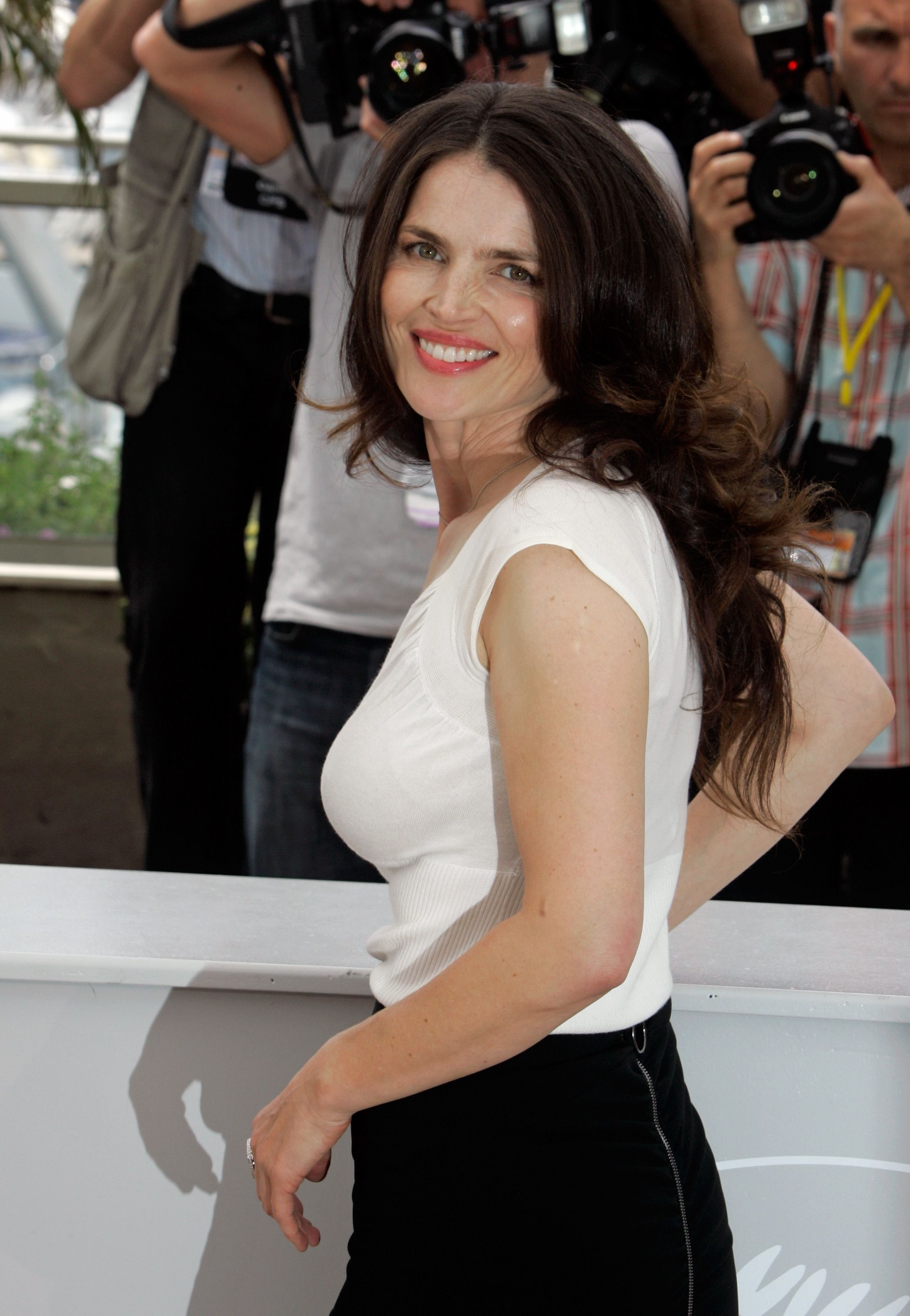 julia ormond daughter