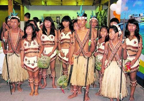 Ecuador - Vestimenta típica del pueblo Kichwa Amazónico