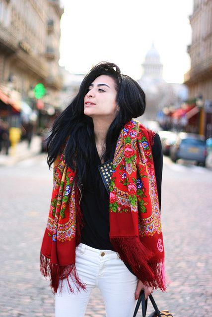 Comtesse Sofia: foulards printemps, fleur rouge, accessoires de mode, street style, paris