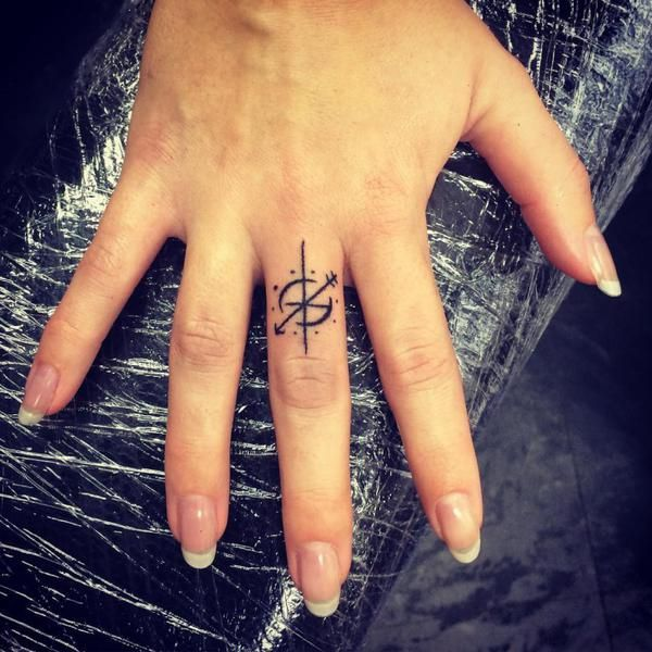 Pin By Tracey Kessel On Boat Simple Compass Tattoo Finger