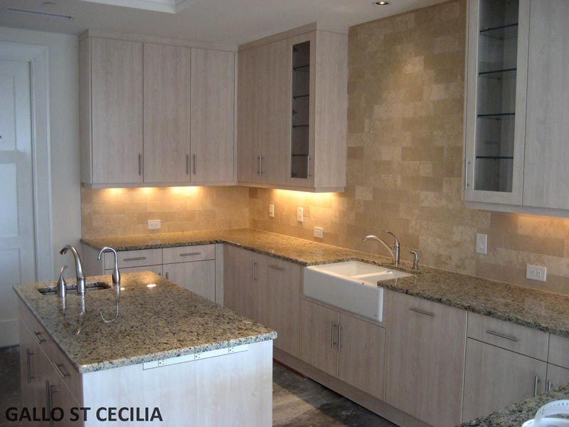 In This Picture We Have Desert Sand Travertine On The Backsplash And Granite Counter Tops Are Santa Cecilia