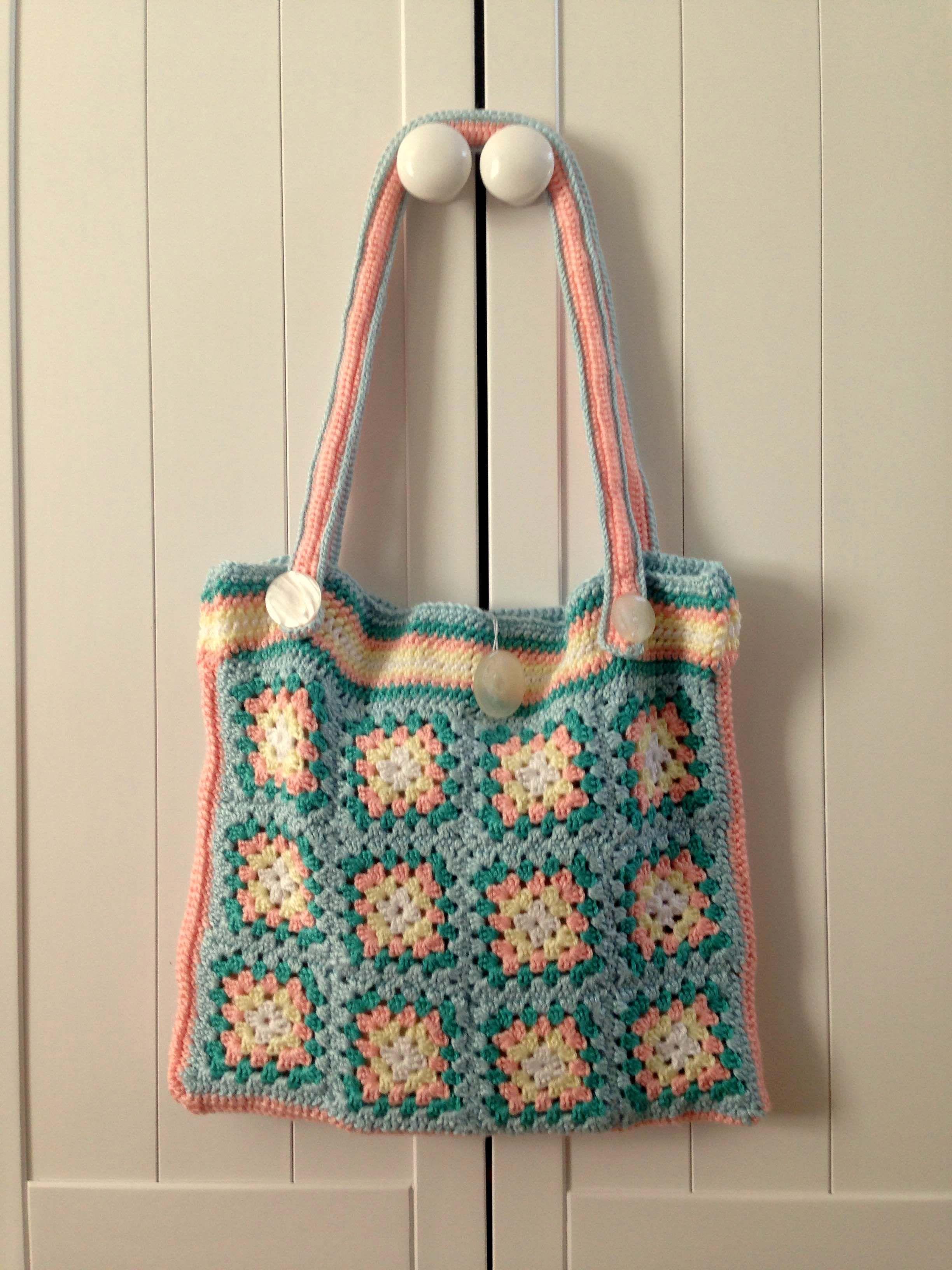 Artesanato com amor...by Lu Guimarães: Tutorial de bolsa de quadrados de crochê feitos co...