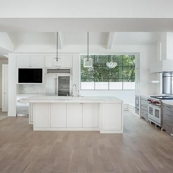 White Modern Kitchen With Gray Wash Wood Floors White Modern Kitchen Wood Floor Kitchen White Marble Countertops