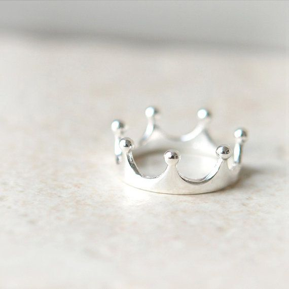 Simple Crown Ring in sterling silver / Adjustable ring by laonato ...