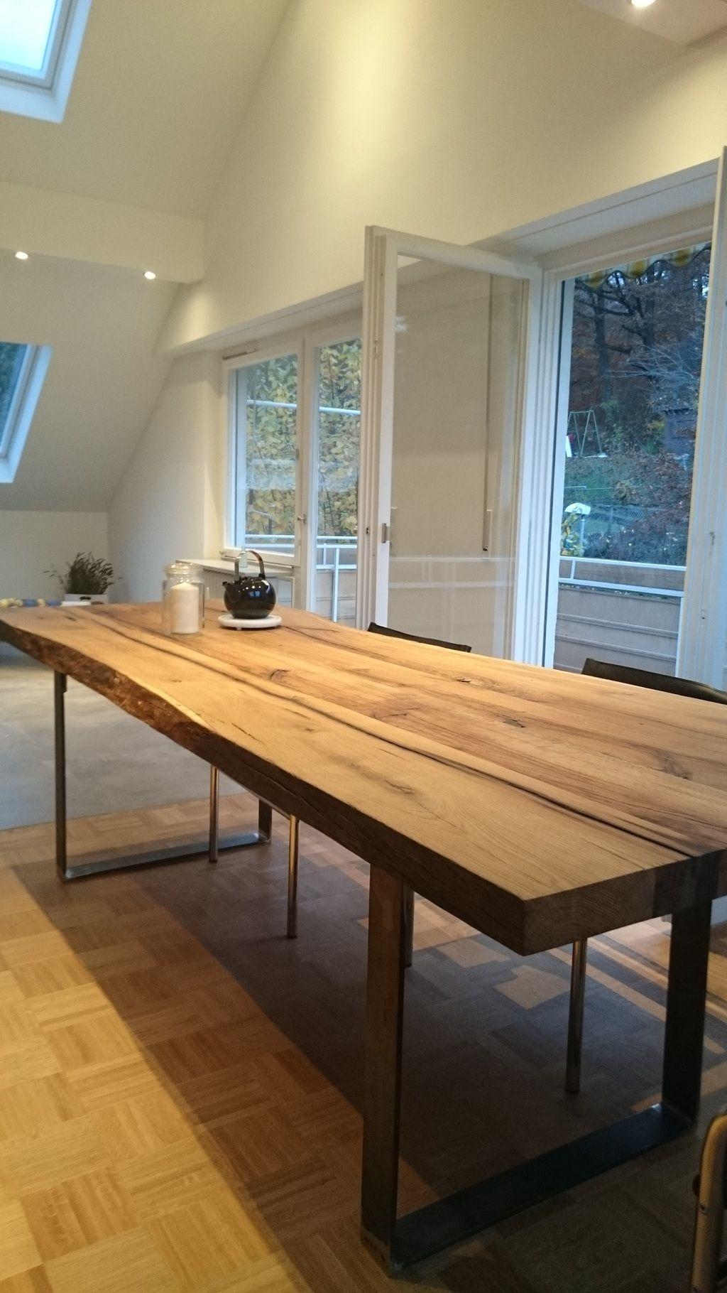Tisch in der Art Nachzimmern lassen, aber in riesigen Maßen, so dass ...