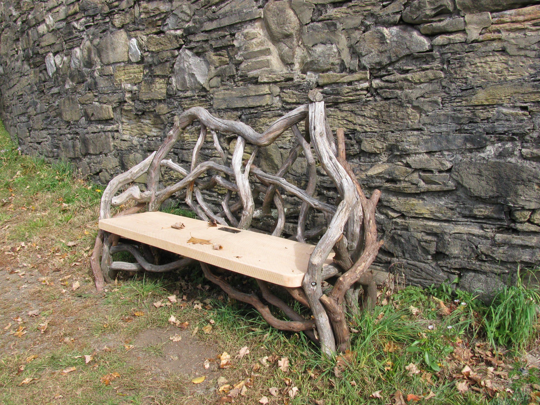 Twig bench! Photo by Barbara Wilson, RSDG