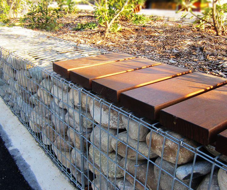 Célèbre guyon mobilier urbain banc en bois sur gabions block 99 cavaillon  CB64