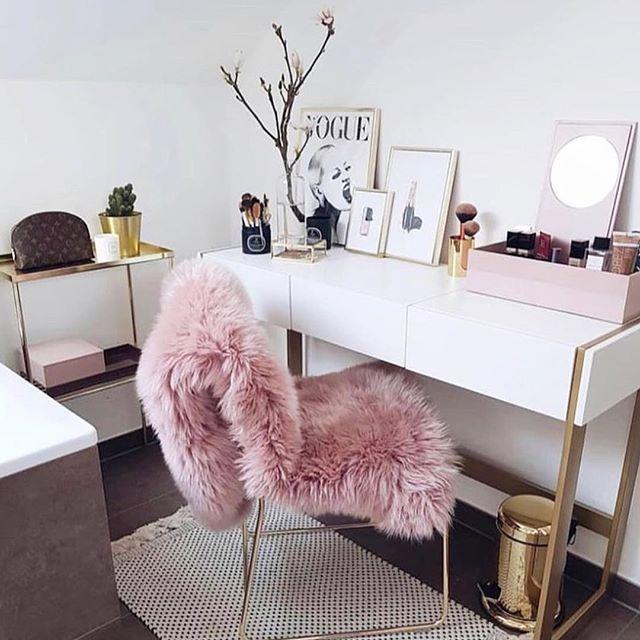 Via myblushcrush beauty desk room makeup salon also perfect idea decoration get it know living bedroom rh pinterest