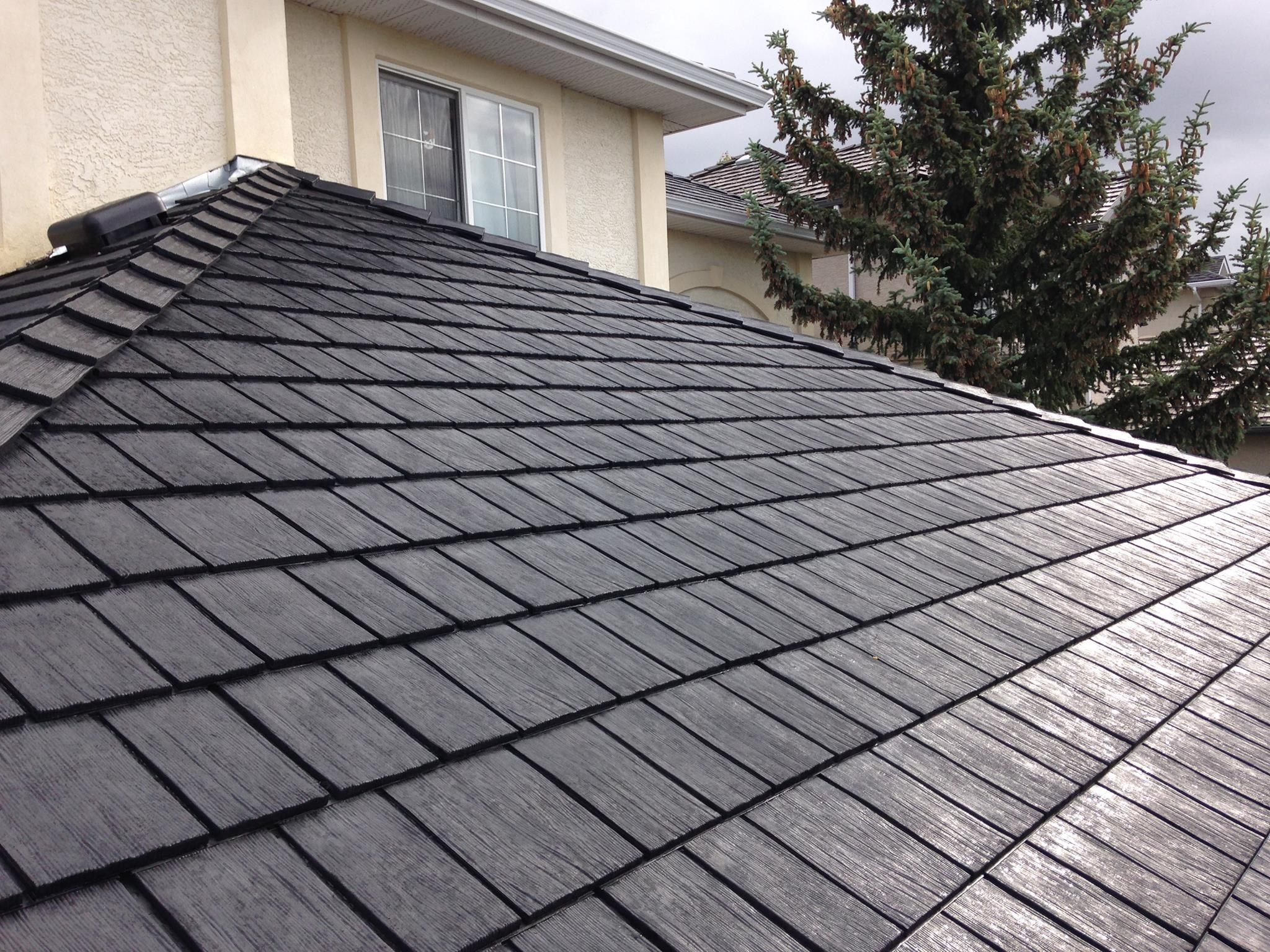 Beaumont Shake In Black Shake Black Roof Roofing Roofingmaterial Roofingproducts Renos Contractor Canadi House Roof Design Fibreglass Roof Roof Design
