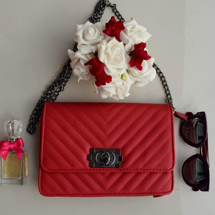 0a7780062a2 bolsa -vermelha-media-flap-quadrada-retangular-festa-balada-chanel-leboy-replica-comprar