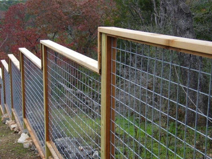 Privacy Fence On Hillside Like The Idea Of Stair Stepping Away From A Centrally Located Gate Ranch Fencing Farm Fence Cattle Panel Fence