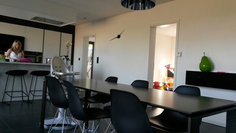 Chaises Vitra Table Et Lampe Kartell Cuisine Zecchinon Design