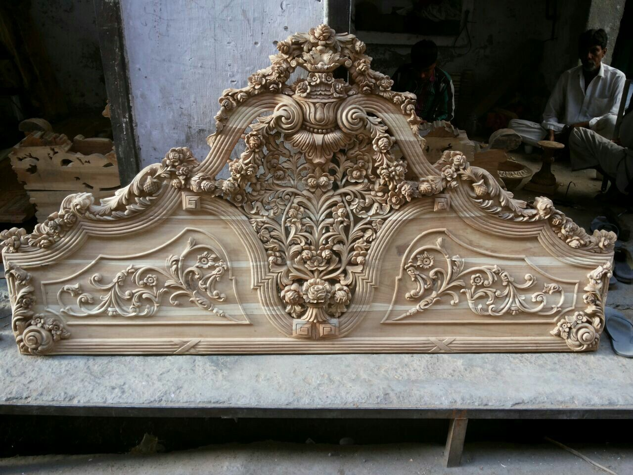 Pin by mohd alam on fr | Wood carving furniture, Wood ...
