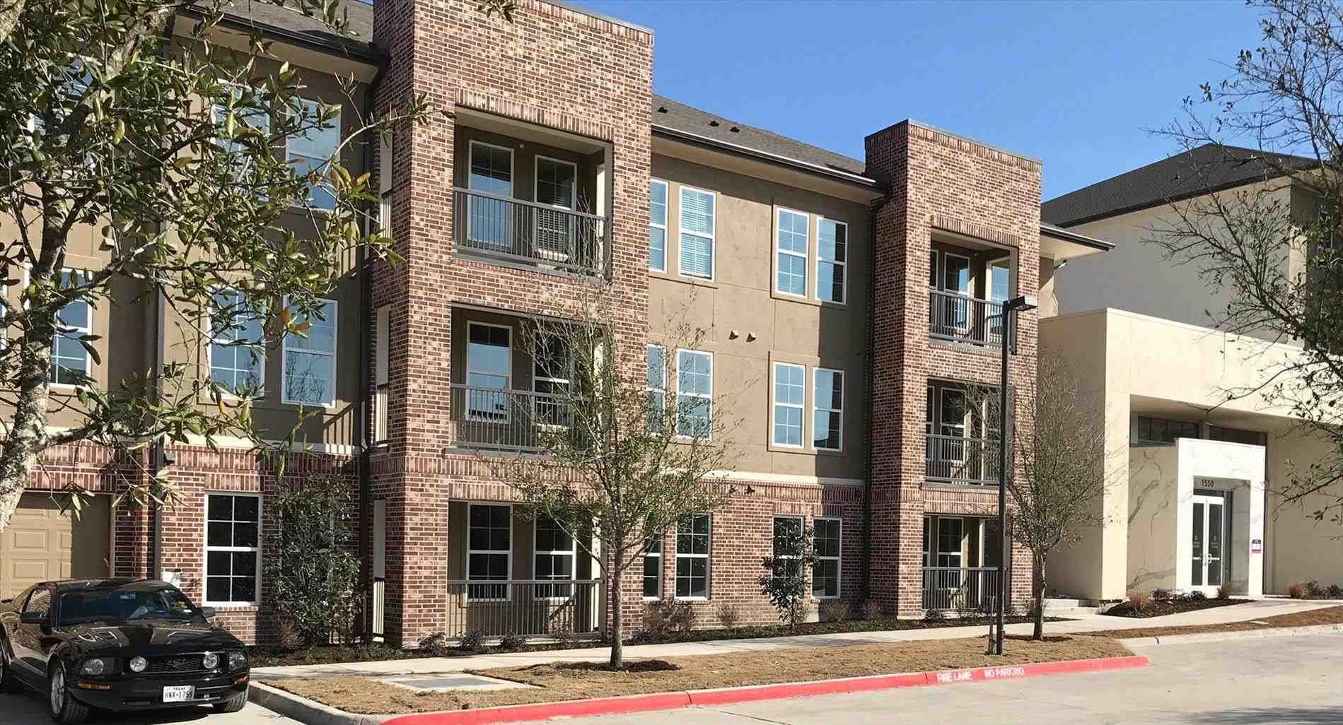 Plano Apartment Colonnade At Willow Bend Plano Tx Apartments Lincoln Property Company Lpc Bedro Bedroom Hotel Cool House Designs 2 Bedroom Apartment
