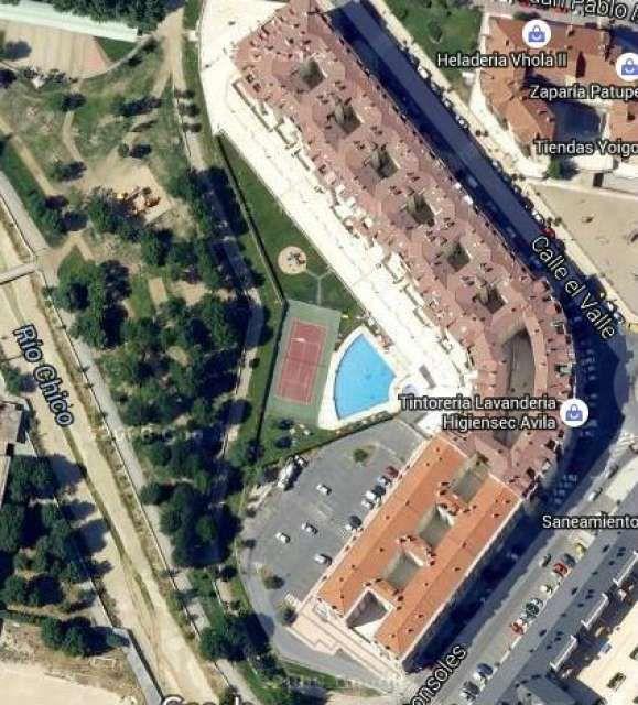 GARAGE INCLUIDO, precio no negociable de 164000 € con precio de comunidad entre 50-55 € al mes. incluido el mantenimiento de la piscina.