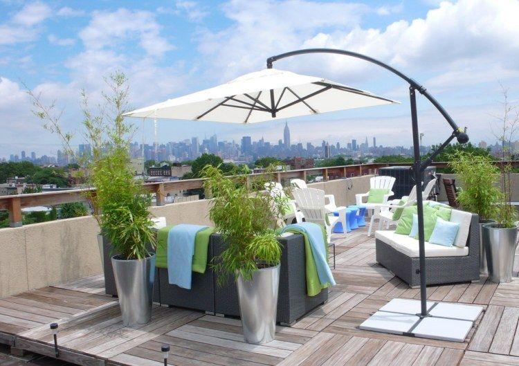 Sitzecke Mit Bambus In Silbernen Kübeln Abgeschirmt | Balkon ... Pflanzen Topfen Kubeln Terrasse