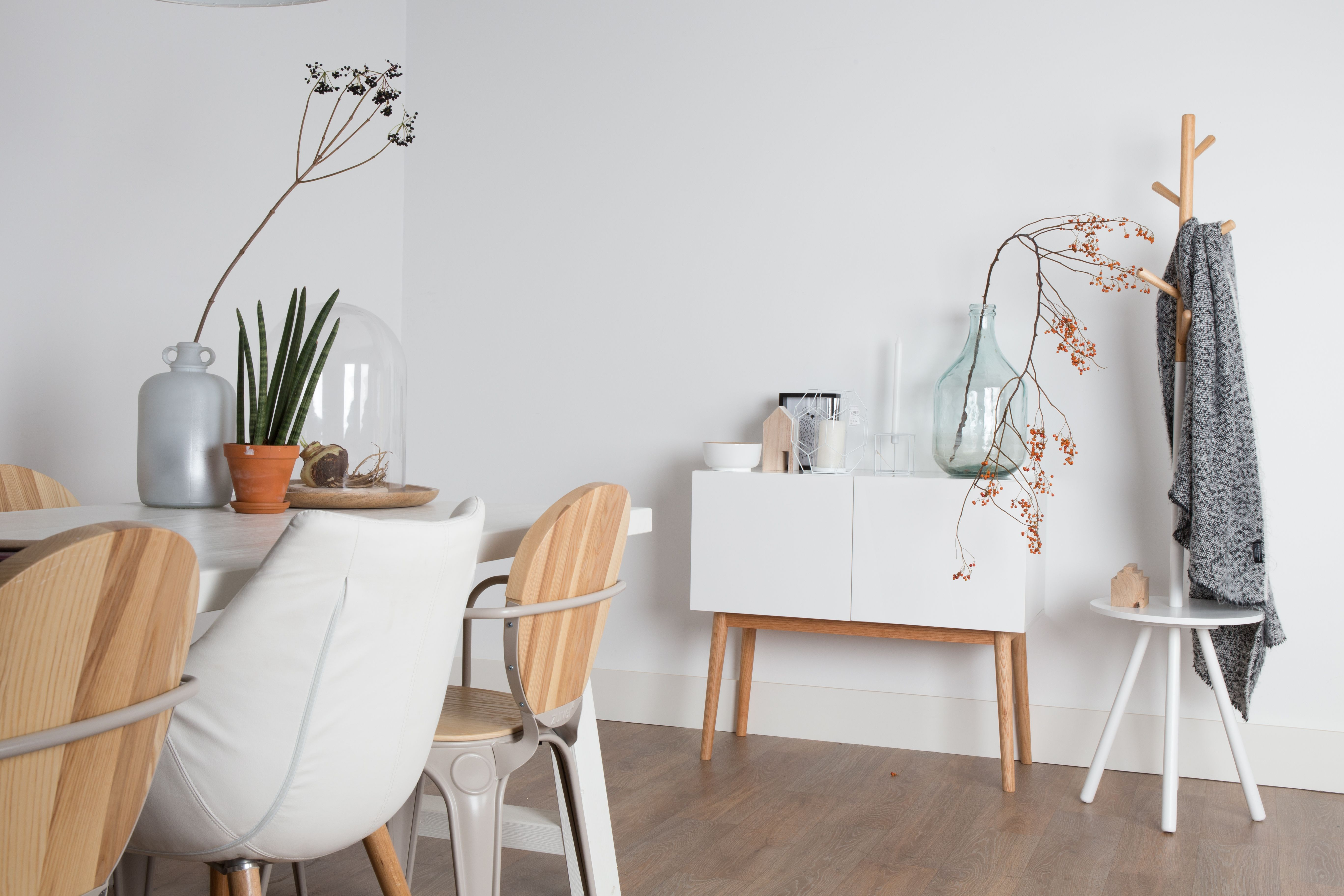 Stoel Zuiver Eleven : Eleven white chair zuiver pinterest interieurstyling