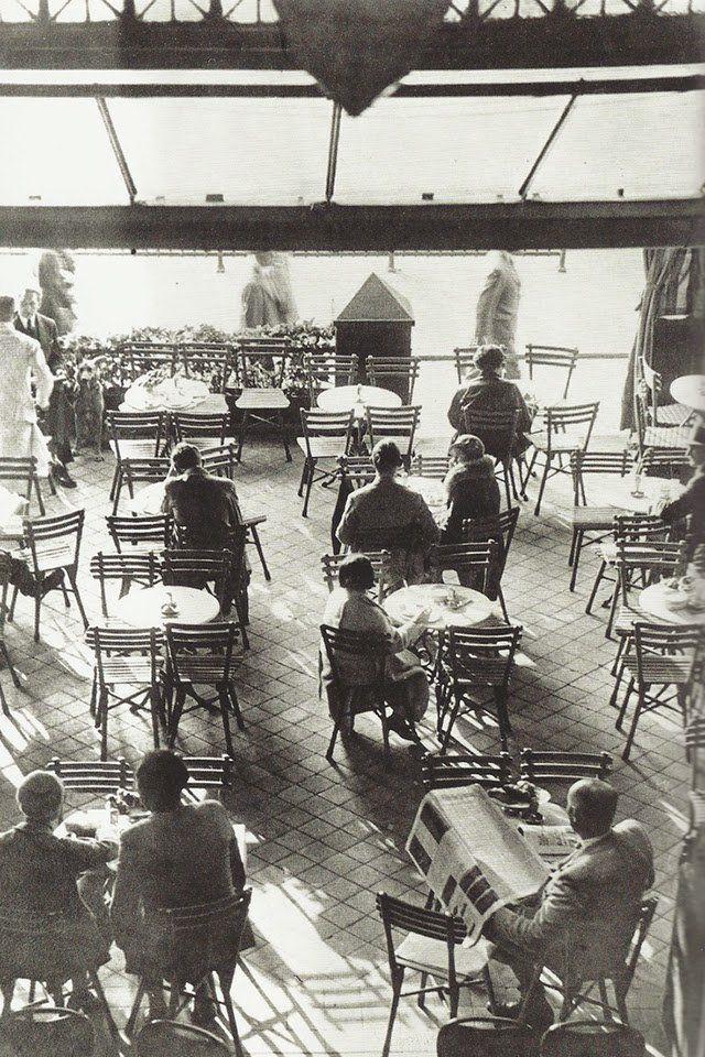 Helmut newton berlin cafe