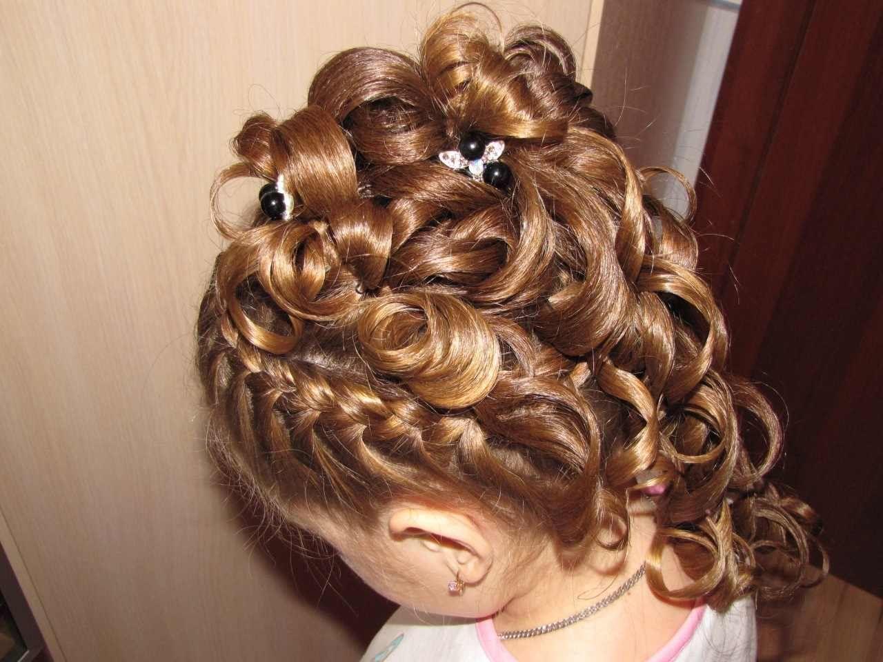 Торжественная прическа на длинные волосы для девочки