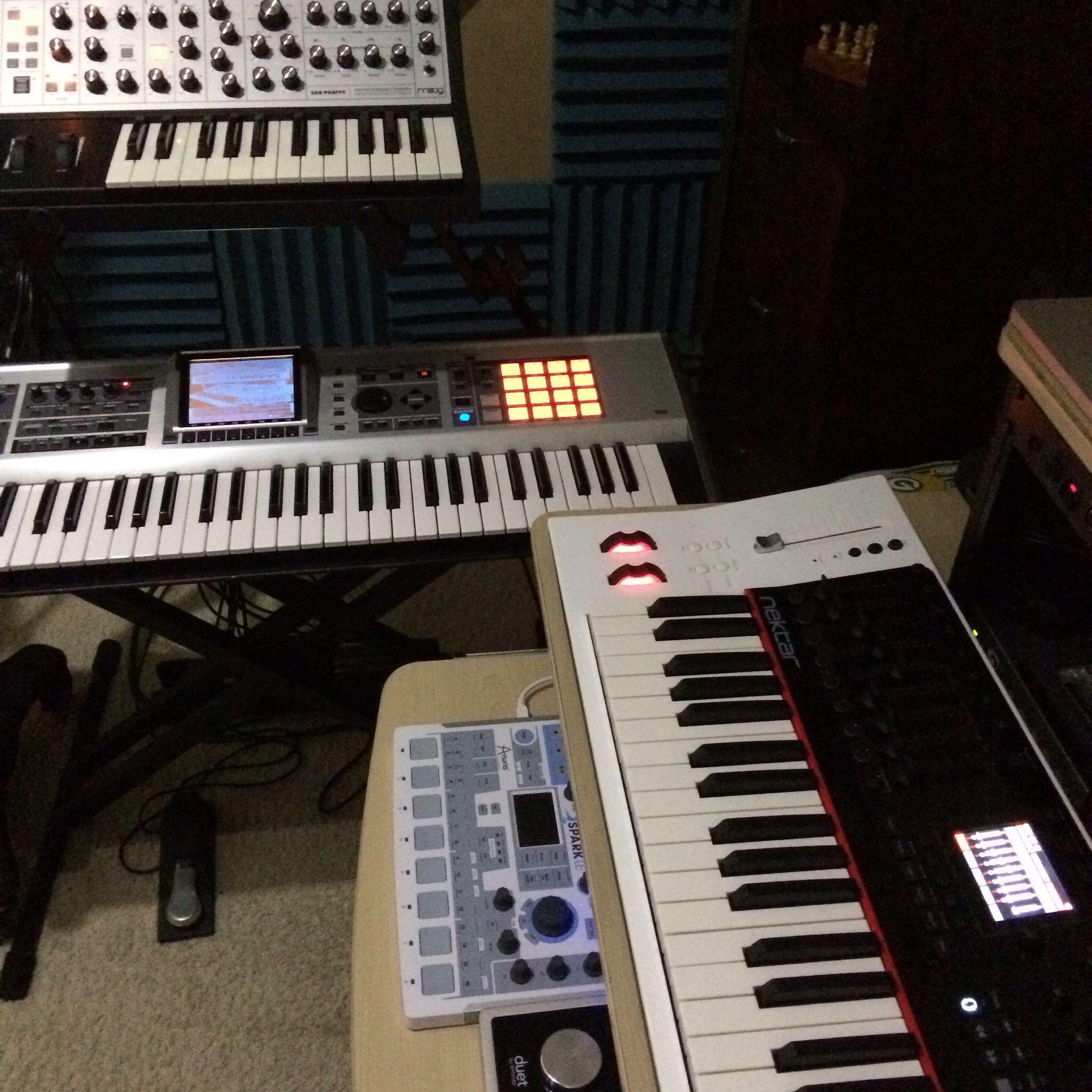 Keys & MIDI: MOOG SUB PHATTY Roland Fantom X-G NEKTAR P4 ARTURIA