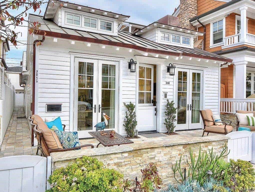 Cozy beach style cottage surrounded by the tranquil Newport Bay