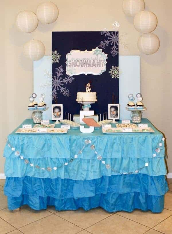 Ideas for Frozen Parties, Desserts and Crafts! Looking for the perfect party theme for your princess or Frozen loving kiddo? Kick your Frozen party off in style with some of the best, most creative and SUPER adorable Frozen desserts, crafts and so much more!! #frozen #princess #frozenparty #partyideas #birthday #birthdayparty #partyfood #desserts #baking #foodideas #olaf #elsa #birthdayparty #kids #kidparty #cupcakes #cake