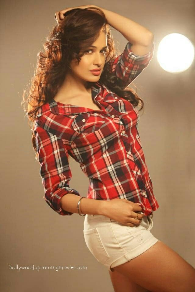Yuvika Chaudhary shot in 2019   Yuvika chaudhary, Indian ...