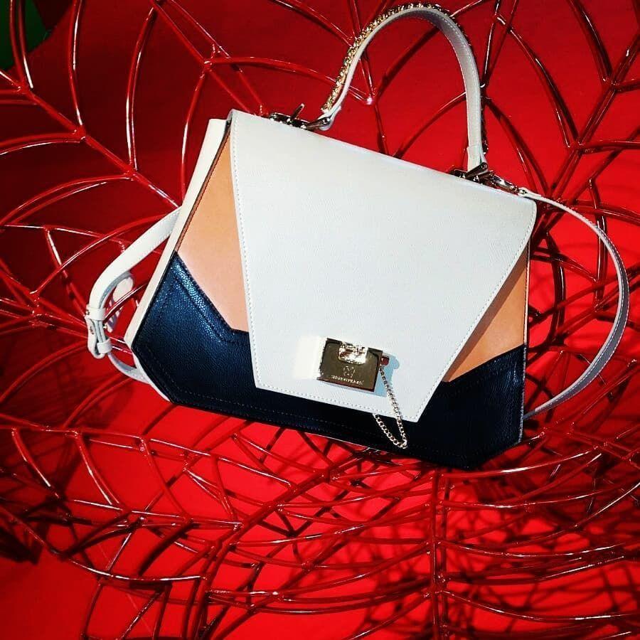 强��`f�.��i��l#�+_#love#clutch#cute#leather#handbag#郭文贵#fashion#trendy#instagood#me#