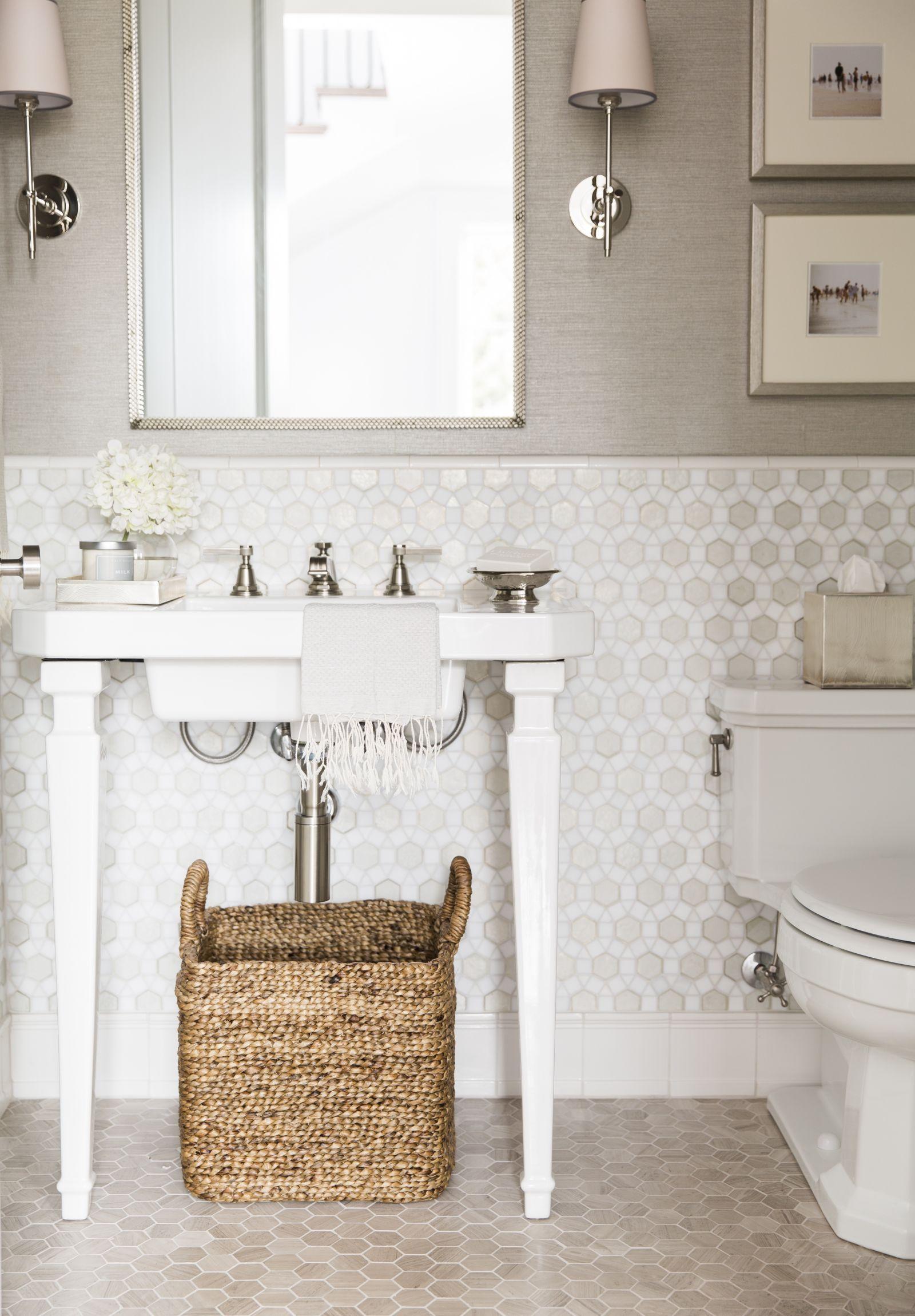 La estupenda casa de una familia (muy) numerosa   Bath, Shower ...