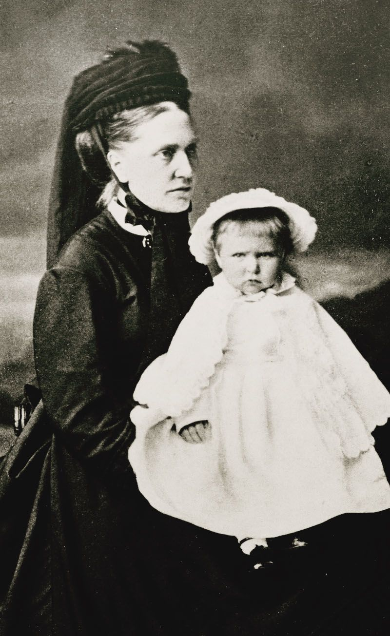 """f4996e52c13f1 Princess Alix of Hesse (Darmatadt) and By Rhine with her nurse Miss Mary  Ann Orchard """"Orchie"""