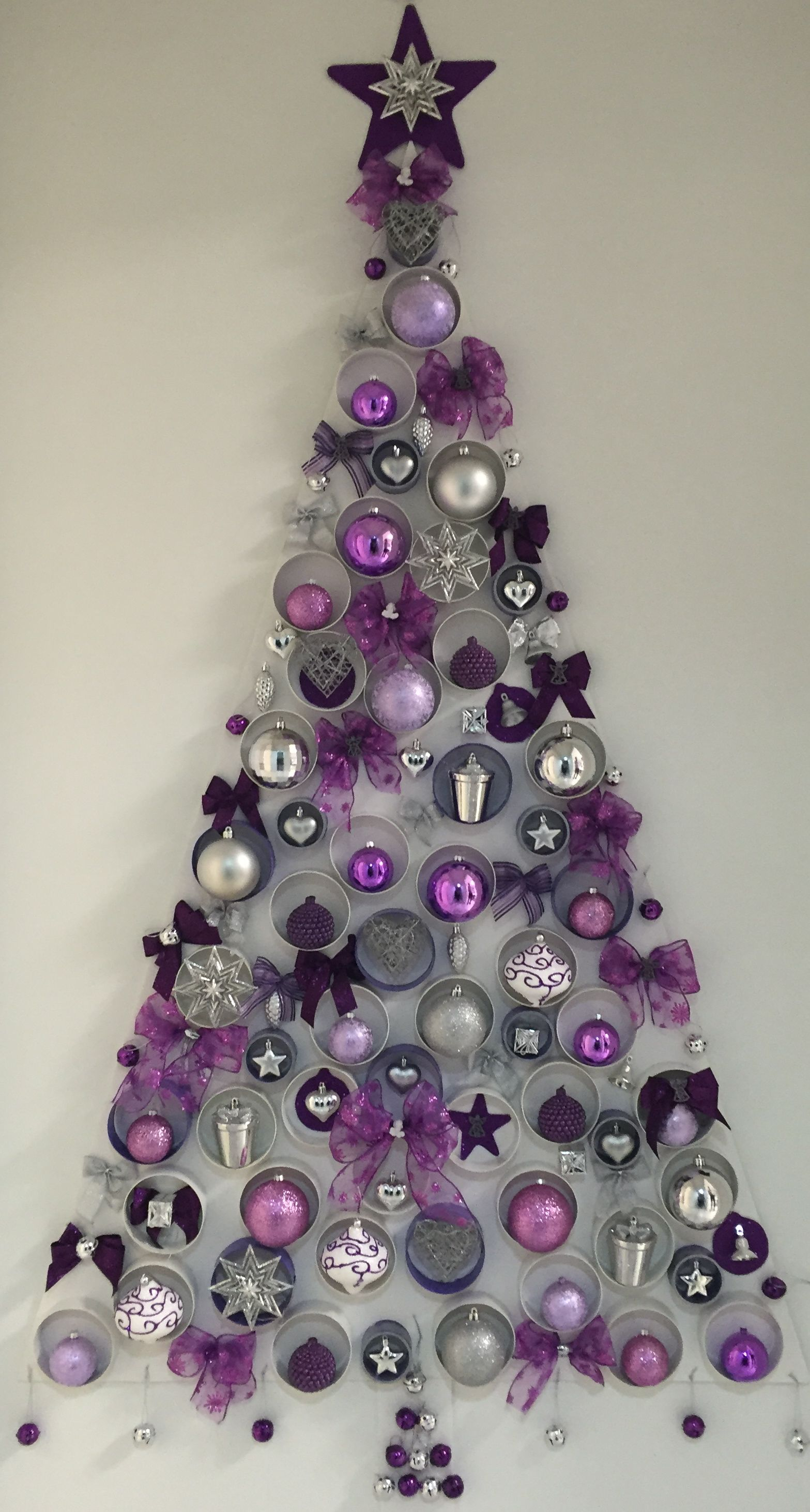 Rbol de navidad en pared morado mis manualidades - Decoracion arboles navidenos ...