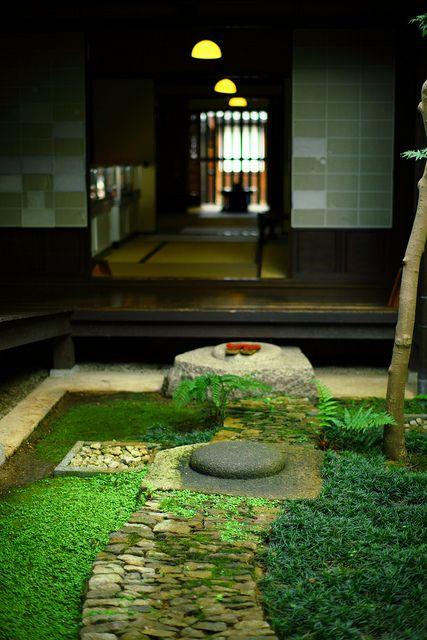 奈良町 格子の家の中庭 画像あり 日本庭園 日本庭園の設計 庭