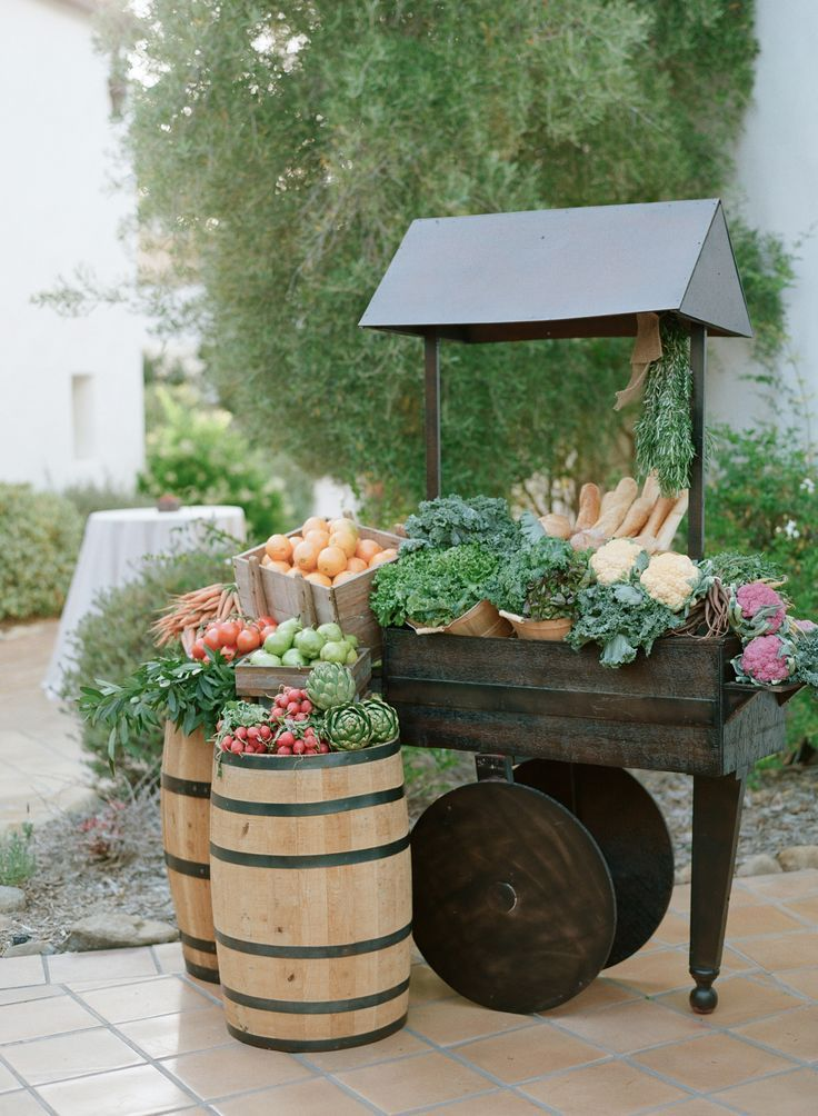 Adorable farmers market stand. Photography: Elizabeth Messina - elizabethmessina.com/ #farmersmarket